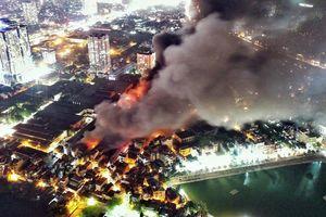 Vụ cháy công ty Rạng Đông ảnh hưởng chất lượng không khí trong tuần như thế nào?