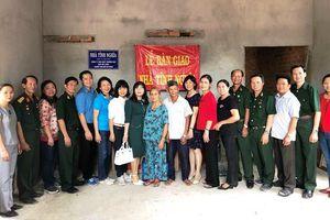 Tặng hai nhà tình nghĩa cho gia đình chính sách tỉnh Phú Yên