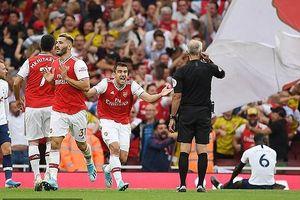 VAR 'lên tiếng', Arsenal chia điểm với Tottenham