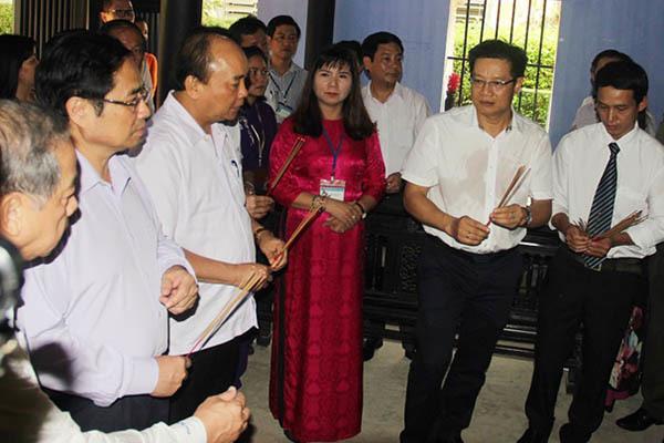 Thủ tướng thăm nhà lưu niệm, dâng hương tưởng nhớ Bác Hồ tại Huế