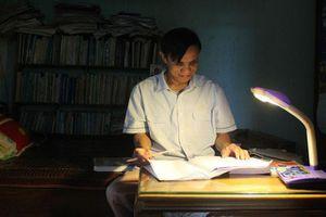 Nghị lực vượt lên số phận của 'thầy giáo không bằng cấp' ở Hà Tĩnh