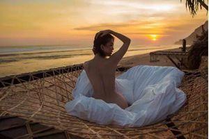 Du lịch Bali với 'ông bầu' Khắc Tiệp, Ngọc Trinh gây sốc với ảnh khỏa thân