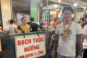 Ông chủ ở Sài Gòn đeo 100 lượng vàng trị giá 4 tỷ đồng chỉ để bán ốc