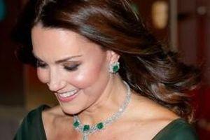 Lý do Meghan Markle và Kate Middleton không bao giờ đeo kim cương trước 6 giờ tối