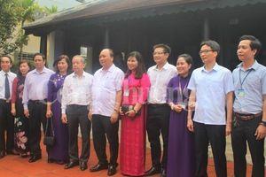Thủ tướng Chính phủ thăm nhà lưu niệm Bác Hồ tại Huế