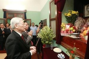 Dâng hương tưởng niệm Chủ tịch Hồ Chí Minh