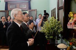 Tổng Bí thư, Chủ tịch nước dâng hương tưởng niệm Bác Hồ