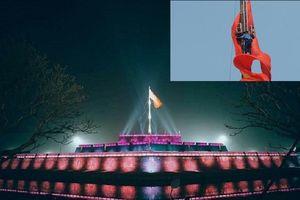 Điều ít biết về những người treo cờ trên Kỳ đài Huế