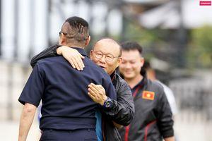 Thầy Park sửng sốt khi người bạn Thái bất ngờ xuất hiện