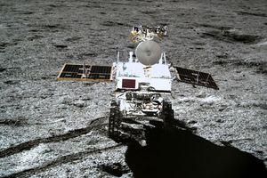 Robot tự hành của TQ phát hiện khoáng chất lạ trên Mặt Trăng