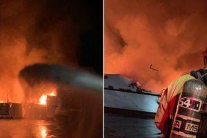 Hàng chục người thiệt mạng trong vụ cháy tàu kinh hoàng ngoài khơi Mỹ