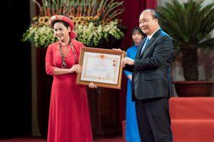 Vừa nhận danh hiệu NSND, nghệ sĩ Minh Hằng bị ngã gãy tay