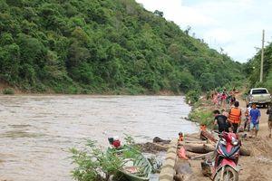 Học sinh vùng cao Nghệ An dũng cảm cứu sống 2 người dân giữa dòng lũ