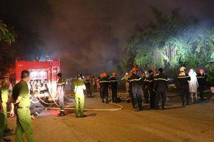Hà Nội: Nhà xưởng khu công nghiệp cháy lớn, một ôtô bán tải bị thiêu rụi
