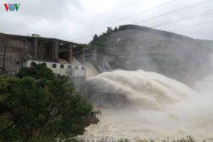 Hà Tĩnh: Nhiều địa phương bị cô lập không phải do thủy điện xả lũ?