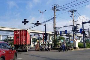 Xe container 'lướt qua' CSGT ra vào đường cấm: Đừng 'lướt qua' trách nhiệm của CSGT !