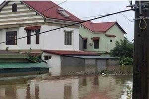 Quảng Bình, Quảng Trị: Hoãn khai giảng ở những trường bị ngập lụt