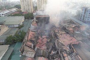 Vụ cháy Rạng Đông: Vùng nguy cơ trong bán kính 500m, người dân nên kiểm tra sức khỏe