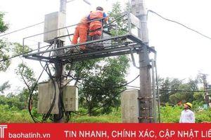 Điện lực Cẩm Xuyên ngày đêm xử lý sự cố do mưa lũ