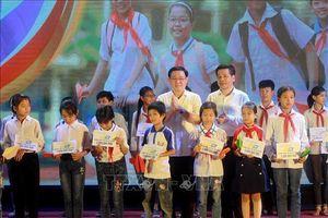 Phó Thủ tướng Vương Đình Huệ dự Gala 'Tiếp sức đến trường'