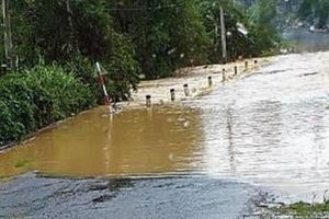 Quốc lộ 55 qua huyện Bảo Lâm (tỉnh Lâm Đồng) bị chia cắt do ngập sâu