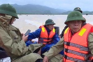 Đoàn cán bộ huyện gặp nạn trên sông Gianh khi đi giúp dân