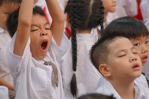 Khóc nhè, ngái ngủ và những hình ảnh ngộ nghĩnh trong lễ khai giảng