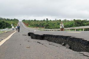 Đường 250 tỷ đồng mới nghiệm thu đã nứt toác như bị động đất