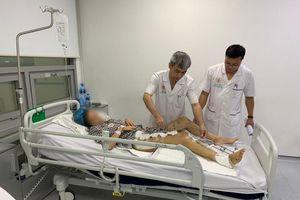 Nhập học tại… bệnh viện cho một nữ sinh bị đa chấn thương nặng