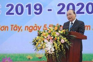 Thủ tướng Nguyễn Xuân Phúc dự lễ khai giảng năm học mới tại trường THPT Sơn Tây (Hà Nội)