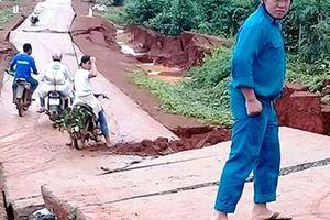 Đường bê tông 80 tỉ đồng sụt lún, nứt toác sau mưa