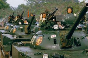 Loạt ảnh màu cực hiếm duyệt binh hoành tráng ở Huế năm 1985