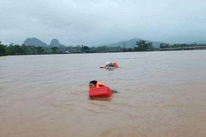 Quảng Bình: Đi thăm dân vùng lũ, ca nô chở đoàn lãnh đạo huyện bất ngờ bị lật