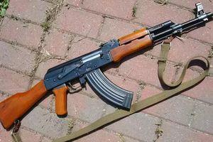 Bắt 2 côn đồ dùng súng AK cướp taxi