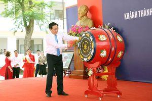 Phó Thủ tướng vui hội khai trường trên 'quê hương năm tấn'