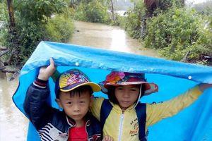 Ngày khai giảng trong mưa lũ ở Hà Tĩnh