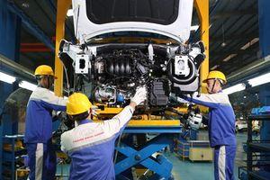 Ưu đãi lớn, ô tô Việt vẫn chật vật giảm giá thành