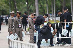 Fan Việt đốt pháo, an ninh thắt chặt trước trận Thái Lan vs Việt Nam