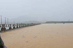 Mưa lớn kéo dài gây ngập nặng, 173 trường học tại Hà Tĩnh hoãn khai giảng năm học mới
