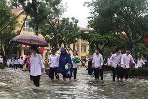 Hàng chục ngàn học sinh lỡ ngày hội trường vì mưa lũ