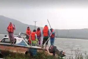 Hà Tĩnh: Lũ cuốn, 2 người dân bị lật thuyền tử vong