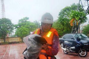 Phó Chủ tịch huyện cùng đoàn công tác bị lật thuyền trôi gần 1km