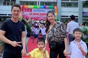 Sao Việt đưa con đến trường khai giảng đón năm học mới