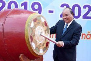 Thủ tướng Nguyễn Xuân Phúc: Dạy chữ, dạy người để học sinh phát triển toàn diện