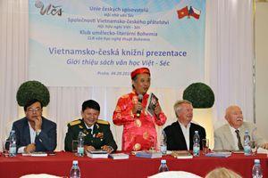 Giới thiệu văn học Séc, Việt Nam tới độc giả hai nước