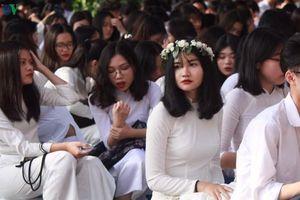 Nữ sinh trung học Hà Nội rạng rỡ, xinh tươi trong ngày khai trường