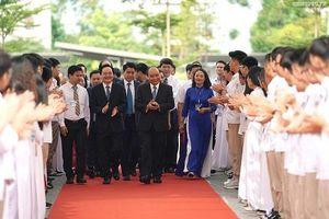 Thủ tướng Chính phủ dự lễ khai giảng tại Trường THPT Sơn Tây