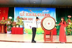 Trường tiểu học Lê Quý Đôn (Hà Đông, Hà Nội) hân hoan chào đón 460 'sinh viên đại học chữ to'
