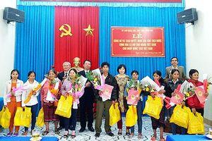 Nhập quốc tịch Việt Nam cho chín công dân Lào sống tại A Lưới