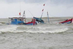 Tàu cá Nghệ An gặp nạn, 6 người chết và mất tích
